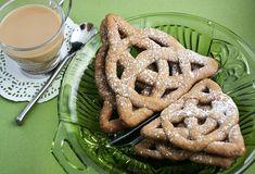 Celtic Knot Cookies - http://www.sprinklebakes.com/2010/03/celtic-knot-cookies.html