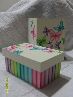 The world's catalog of creative ideas Painted Wooden Boxes, Diy And Crafts, Arts And Crafts, Decoupage Box, Tea Box, Country Paintings, Pretty Box, Craft Box, Painting On Wood