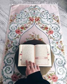 Learn Quran Academy provide the Quran learning services at home. Our mission to teach Quran with proper Tajweed and Tafseer to worldwide Muslim community. Quran Wallpaper, Islamic Quotes Wallpaper, Islam Muslim, Allah Islam, Prayer Mat Islam, Surah Al Kahf, Quran Karim, Quran Book, Quran Tafseer