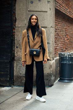 Milan Fashion Week Street Style, London Fashion Weeks, Looks Street Style, Model Street Style, Street Style Women, Look Dark, England Fashion, Winter Fashion Outfits, Streetwear Fashion