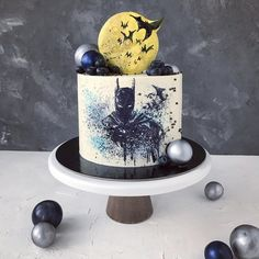 This Batman Cake Will Take Your Breath Away! Batman Birthday Cakes, Batman Cupcakes, Superman Cakes, Birthday Cakes For Men, Geek Birthday, Gorgeous Cakes, Amazing Cakes, Superhero Cake, Character Cakes