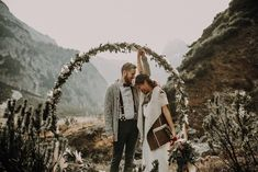 All the boho and rustic inspo is all right here in this amazing Austrian elopement inspiration | Image by Kathrin Krok Fotografie