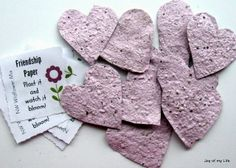 Seed paper: Easy-to-Do Eco-friendly Party Favors – Going Zero Waste: eco friendly lifestyle tips, recipes, and diys - Responsible Garden Party Favors, Kid Party Favors, Birthday Favors, Party Favors For Wedding, Wedding Ideas, Diy Birthday, Diy Party, Party Gifts, Birthday Gifts