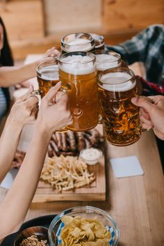 A must-save post for Oktoberfest party ideas. If you're looking for Oktoberfest party food ideas, Oktoberfest party decorations, Oktoberfest party activities, or anything else for your DIY Oktoberfest themed party, this article is a must read! #oktoberfest Oktoberfest Menu, Oktoberfest Invitation, Oktoberfest Decorations, Oktoberfest Outfit, Beer Tasting, Beer Bar, American Beer, Styling A Buffet, Beer Festival