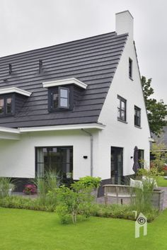 Een woning gebouwd op een kavel  #kavel #huisopeenkavel #eigenhuisbouwen Exterior Paint Schemes, Small House Exteriors, Interior Architecture, Interior Design, Landscape Design, Sweet Home, Mid Century, Farmhouse, Decoration