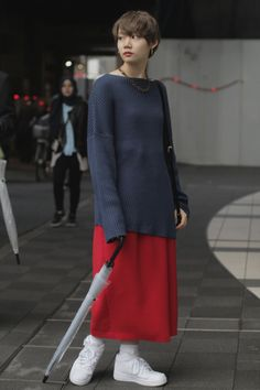 WWD went off the runways and onto the streets and sidewalks for the best looks from Tokyo Fashion Week. Japanese Street Fashion, Tokyo Fashion, Harajuku Fashion, Fashion News, Harajuku Style, Women's Fashion, Street Style 2017, Modest Fashion, Well Dressed
