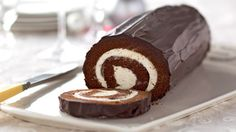 Chocolate Cake Roll A delicious cream cheese filling complements the rich chocolate cake in this show-stopper dessert. And if your cake cracks when rolled, don't worry-- the chocolate frosting will cover any cracks. Cake Roll Recipes, Dessert Recipes, Potluck Desserts, Dinner Recipes, Food Cakes, Cupcake Cakes, Just Desserts, Delicious Desserts, French Desserts