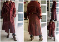 Abrigo vintage largo de ante color burdeos, con cinturón: 40 euros.Para ver todo lo que tenemos, dale a me gusta en nuestra página de facebook Baúl De-sastre: https://www.facebook.com/pages/Ba%C3%BAl-De-sastre/1453956378172483