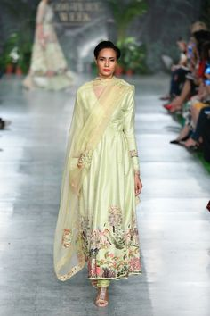 Rahul Mishra ICW 2018 collection was one of the best shows in couture week. Check out gorgeous bridal lehengas and outfits for the whole family in this post Dress Indian Style, Indian Dresses, Indian Outfits, Ethnic Outfits, Indian Attire, Indian Ethnic Wear, Ethnic Suit, India Fashion, Ethnic Fashion