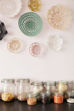 Nayla Voillemot et Romain, Ysée Romy 3 ans - The Socialite Family Duplex Paris, Boho Deco, Statement Wall, Crochet Kitchen, Baskets On Wall, Wall Basket, Bohemian Interior, Jute Twine, Crafty Craft