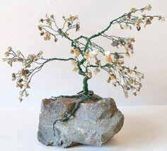 Grand bonsaï fil Gem arbre Variation Arbre de vie enroulé avec pierres semi-précieuses  ** AVERTISSEMENT: Gem arbres Regardez donc beaucoup mieux en personne que ce qu'ils le font dans les photographies, préparez-vous à être surpris! **  Cette annonce est pour une commande personnalisée fil grand bonsaï de Gem. Votre arbre de gem sera semblable à des photos présentées, de taille et de structure. Toutes les branches contiennent des gemmes semi-précieuses véritables et sont enveloppés avec…