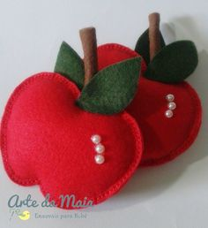 Very cute and easy felt crafts projects. How to make felted strawberryStep by step crafts - Step by step crafts Felt Diy, Felt Crafts, Diy And Crafts, Crafts For Kids, Sewing Crafts, Sewing Projects, Felt Fruit, Felt Decorations, Felt Christmas Ornaments