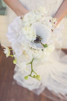 White anemone bouquet ideas. Captured By: lilelements photography Captured By: lilelements photography.