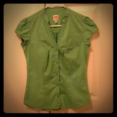 Light Green Bershka Blouse Cute short sleeve light green blouse. Only worn a couple times. Great for everyday office work. Size M. Brand - Bershka. Bought in Europe. Bershka Tops Blouses
