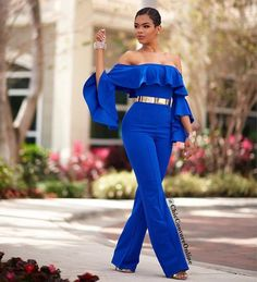 Wedding guests are hitting the dance floor in the season's most appropriate and fashion-forward outfits! From pretty lace dresses to icy blues, flirty reds and plush velvet these guests sure… Look Fashion, Fashion Outfits, Womens Fashion, Gq Fashion, Winter Typ, Chic Couture Online, Blue Jumpsuits, Overall, African Dress