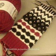 Wool Socks, Knitting Socks, Diy And Crafts, Arts And Crafts, Drops Design, Marimekko, Mittens, Knit Crochet, Crocheting