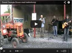 """Sweet Georgia Brown"" tractor & guitar guitare ==> http://www.infolk60.fr/humour-fun.php#4"