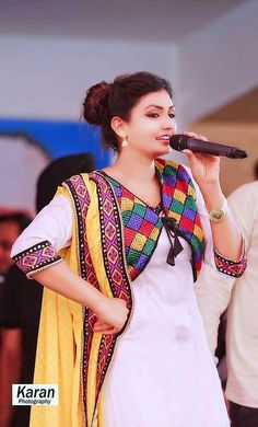 Kurti Neck Designs, Salwar Designs, Punjabi Dress, Punjabi Suits, Eid Outfits, Indian Outfits, Beautiful Suit, Beautiful Outfits, Jacket Style Kurti