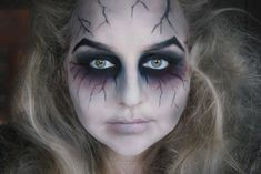 Are you looking for ideas for your Halloween make-up? Browse around this website for creepy Halloween makeup looks. Ghost Makeup, Witch Makeup, Scary Makeup, Sfx Makeup, Costume Makeup, Zombie Makeup Easy, Zombie Girl Makeup, Zombie Make Up, Makeup Tips