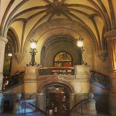 Por dentro da prefeitura de #hamburgo #alemanha #viagemjovem #viagem #deutschland #hamburg 🇩🇪🇩🇪🇩🇪 Taj Mahal, Building, Travel, Road Maps, Town Hall, Destinations, Viajes, Buildings, Traveling