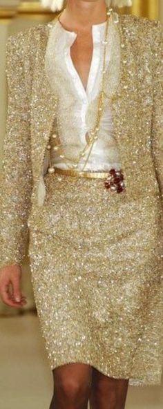 Chanel in stunning gold #Luxurydotcom Besuche unseren Shop, wenn es nicht unbedingt Chanel sein muss.... ;-)