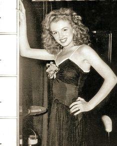 Norma Jean (Marilyn Monroe in her early years Estilo Marilyn Monroe, Marilyn Monroe Cuadros, Young Marilyn Monroe, Norma Jean Marilyn Monroe, Marilyn Monroe Photos, Most Beautiful Women, Beautiful People, Stars D'hollywood, Greta
