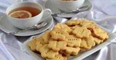 Hozzávalók kb. 60 darabhoz: 25 dkg liszt 15 dkg vaj 2-3 teáskanál vaníliás cukor 1 csipet só 10 dkg marcipánmassza 1 tojássárgája...