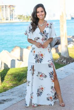 Ivory Floral V-Neck Maxi Dress with Criss Cross Back #floral #floraldress #dressideas #summerdress #summeroutfit #necklace #fashion #summerfashion #weddingguest #datenight #maxidress #maxi #brownhair #longhair #affiliate