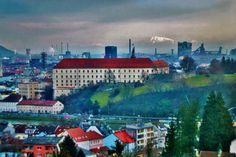 """""""5. März 2016: Tolle Wolkenstimmung beim Blick von der neuen Bruckner-Uni nach Linz, im Hintergrund der schneebedeckte Ötscher"""" (Bild: Renate Seiser)"""