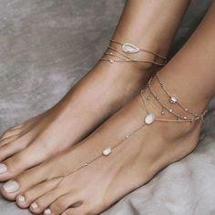 Trendy Women's Bracelets & Anklets Roségold, Diamanten und Mondstein, oh mein ! Jewelry Ads, Cute Jewelry, Body Jewelry, Jewelry Accessories, Fashion Jewelry, Women Jewelry, Dainty Jewelry, Jewelry Rings, Grunge Jewelry