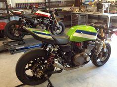 Kawasaki Cafe Racer, Kawasaki Motorcycles, Cafe Racer Bikes, Cafe Racer Motorcycle, Racing Motorcycles, Motorcycle Design, Cafe Moto, Street Fighter Motorcycle, Cafe Racing