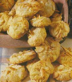 Receita de Areados com Amêndoa -Encha a sua casa com o cheiro a bolinhos caseiros e sinta a satisfação muito especial, de fazer os seus próprios biscoitos. Deliciosos para serem servidos a qualquer hora do dia.