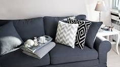Westwing NL Home and Living # Grey Glam Living Room, Home And Living, Living Room Decor, Dark Grey Couches, Lounge Suites, Couch Pillows, Home Bedroom, Interior Inspiration, Love Seat