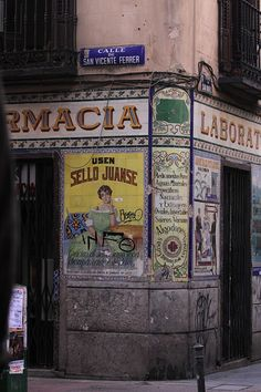 Pharmacy on San Vicente Ferrer street Monuments, Foto Madrid, Skyline, Culture Travel, Spain Travel, Outdoor Travel, In This World, Wander, Places To Visit