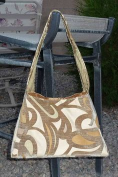 Free Bag Pattern and Tutorial - Velvety Triangle Handbag