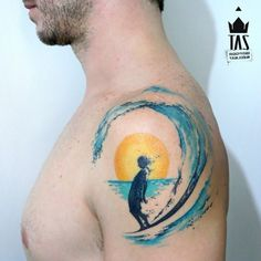 Lovely surfer by Rodrigo Tas!