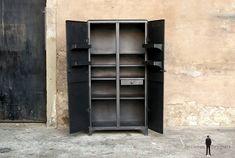 Armoire meuble industriel métal, année 50, angles arrondis // GENTLEMEN DESIGNERS