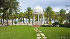 Riu Palace Riviera Maya. A stunning gazebo with a garden setting, and view to the ocean