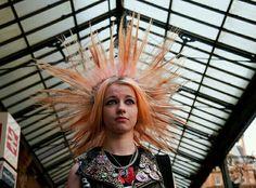 Punk at Glasgow Central Punk Rock Girls, Skin Head, Punk Rock Fashion, Fashion Boots, Punks Not Dead, Punk Goth, Rockabilly Fashion, Psychobilly, Alternative Outfits