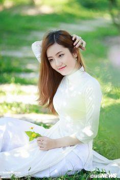 87 #platino #artist Most Beautiful Indian Actress, Beautiful Asian Women, Asian Woman, Asian Girl, Vietnam Girl, Ao Dai, White Girls, Modern Fashion, Traditional Dresses