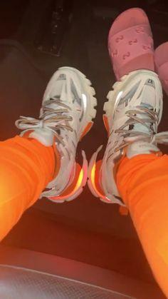 Chill Outfits, Glass Slipper, Nike Air Jordan Retro, Dream Shoes, Minimal Fashion, Nike Huarache, Girly Things, Personal Style, Mens Fashion