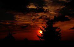 Der gestrige Sonnenuntergang ... machte bedeutend mehr daher, als der heutige. Dürfte wohl am Wetter gelegen haben.  :-) :-)