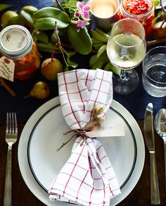 Modern Thanksgiving table | 3 festive styles that capture the essence of Thanksgiving's bounty.