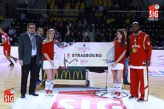 Strasbourg / Le Havre - 24 janvier 2015 - Le président et Louis Campbell présentent le billet de participation de la SIG à la Leaders Cup