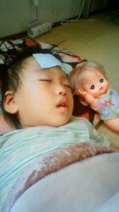 お熱が出た時なんだけど、ぐっすり寝ている寝顔にホッとしました。