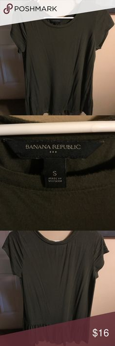 Banana Republic Hunter Green blouse Banana Republic Hunter Green short sleeve blouse- flounce detail in back on the bottom- only worn a couple of times and in great condition! Banana Republic Tops Blouses