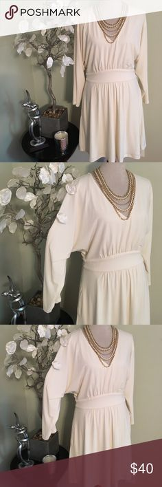 "GUESS ELEGANT DRESS Stunning gorgeous dress in perfect condition, made of polyester and spandex, fully lined , length 38"" bust 21"", zips on the side Guess Dresses Midi"