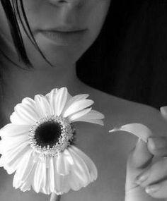 Lutar pelo o amor! Correspondido, não correspondidos, platônicos, irônicos, verdadeiros. Curtos, longos, de família, de amigos. Pelos bichos, pelas plantas, por você. Todos os tipos de amor. Qual é o seu?