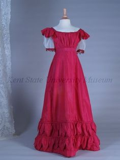 Evening dress, ca. 1820. Looks comfortable and it's red!