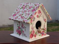 Decorative Bird Houses, Bird Houses Painted, Bird Houses Diy, Decorative Boxes, Diy Crafts For Gifts, Diy Home Crafts, Paper Crafts, Birdhouse Craft, Birdhouse Designs